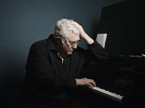 COMMISSION FOR INTELLIGENT LIFE MAGAZINE SEPT/ OCT 2015 The composer Randy Newman at home in LA with his piano