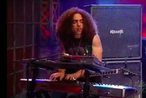 Cameron Graves en 2006, quand il jouait des claviers et de la guitare dans le groupe metal de Jada Pinkett Smith, Wicked Wisdom
