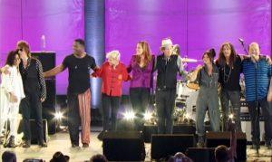 Rhonda Smith, Jeff Beck, Jonathan Joseph, Carmen Vandenberg, Beth Hart, Jimmy Hall, Rosie Bones, Steven Tyler et Jan Hammer vous saluent bien