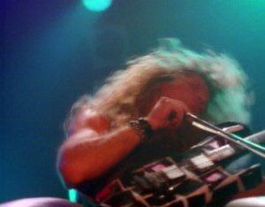 « Un guitariste qui joue avec un archet, ça me rappelle qui ? – Hmm, j'ai le nom sur le bout de la langue... C'est celui qui jouait dans Led Zeppelin, non ? »