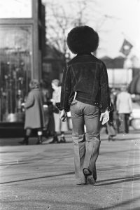 Prince dans les rues de Minneapolis en 1977. © Robert Whitman, extrait de Prince Pre Fame (NJG Publishing)