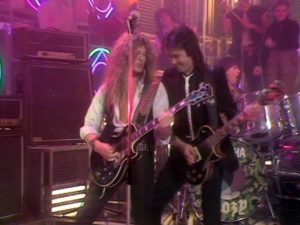 John Syke, Mel Galley et Cozy Powell dans l'émission Top Of The Pops le 9 janvier 1984