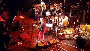 Youn Sun Nah, Jamie Saft (claviers), Clifton Hyde (guitare), Brad Jones (contrebasse) et Dan Rieser (batterie)