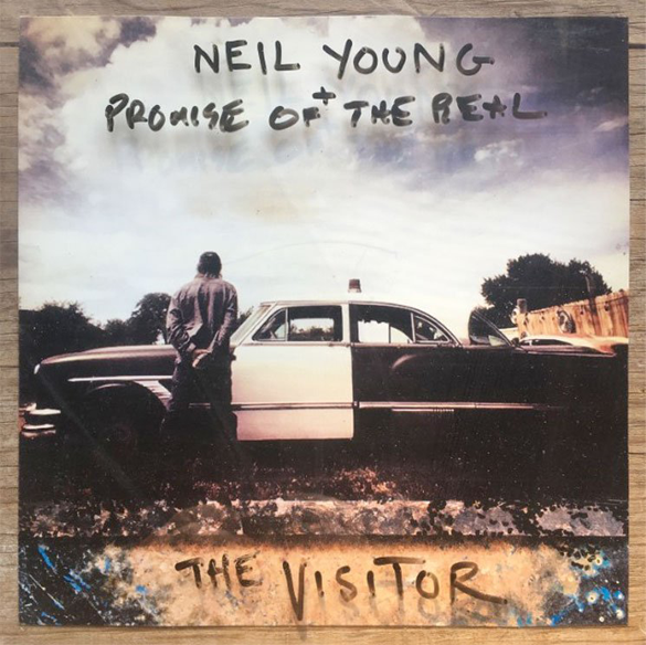 neil-young-couv-the-visitor