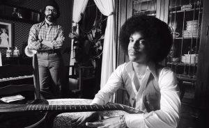 Robert Withman et Prince dans la maison d'Owen Husney