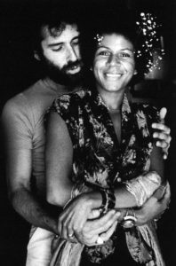 "Minnie Riperton et son mari le songwriter Richard Rudolph, qui signe les liner notes de ""Perfect Angel"""