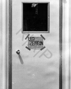 N'hésitez pas à frapper : ils vous ouvriront certainement. Extrait de Led Zeppelin By Led Zeppelin, © R/A/P