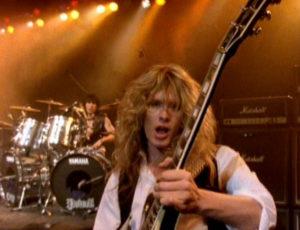 En bons professionnels, Cozy Powell et John Sykes donnaient le meilleur d'eux-mêmes pour Whitesnake, mais en réalité, le batteur ne supportait pas ce jeune guitariste bien trop sûr de lui...