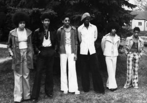 """Grand Central en 1975 : Linda Anderson, André Anderson (aka André Cymone), Morris Day, Terry Jackson, Prince et William """"Hollywood"""" Doughy"""