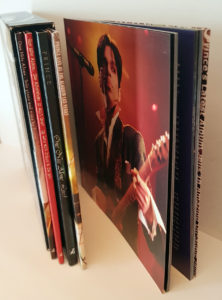 Le coffret CD/DVD sous son meilleur profil, avec son livret déconfiné