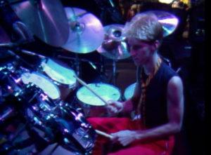 Chad Wackerman, un youngster derrière ses fûts.